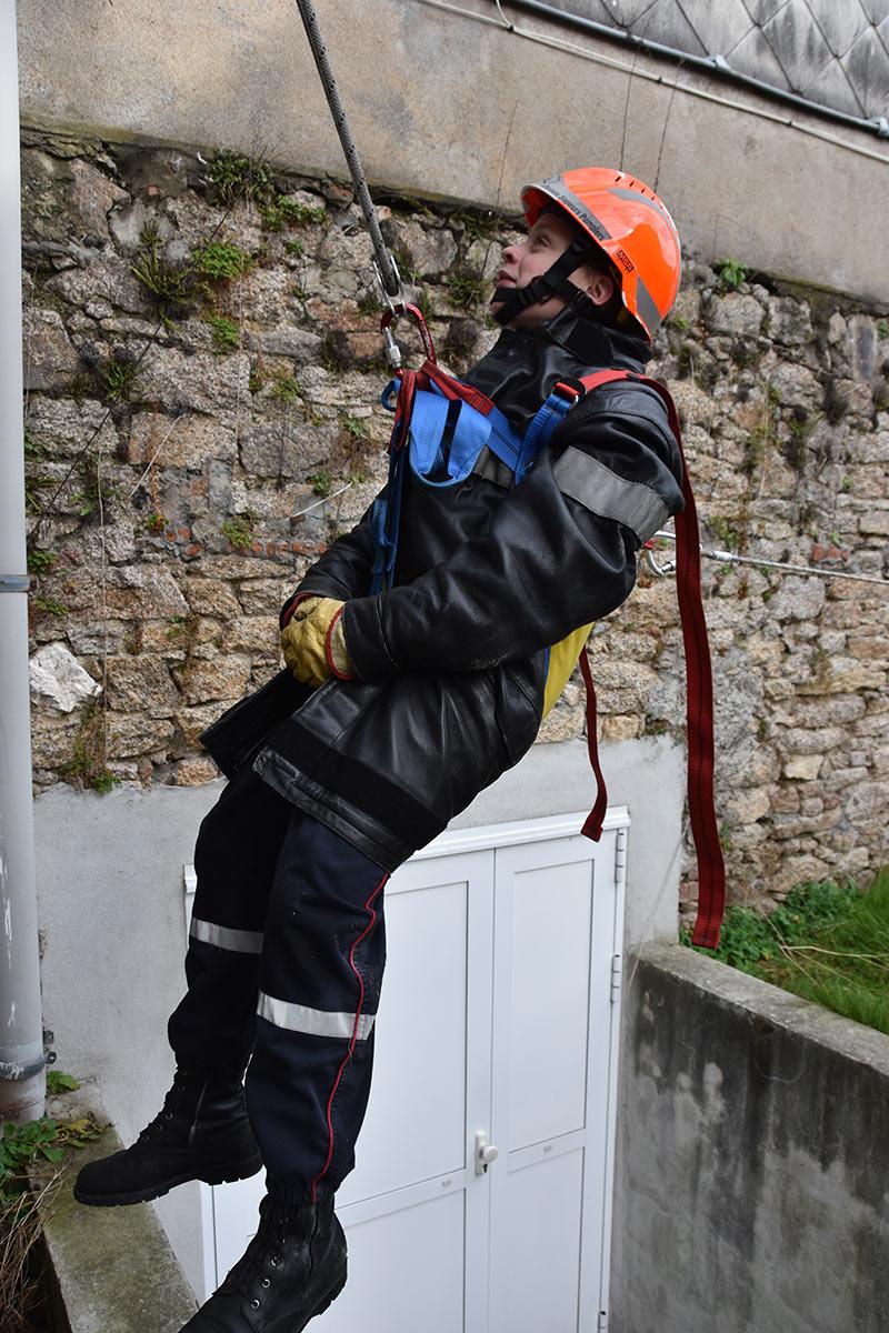 pompier-hisser-une-victime1